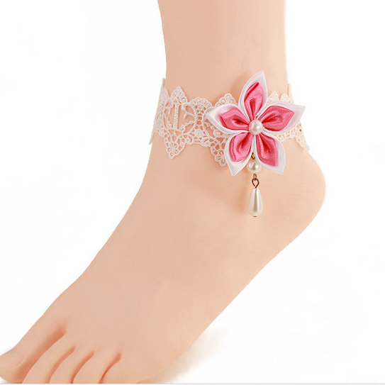A white lace female Anklet decorated feet